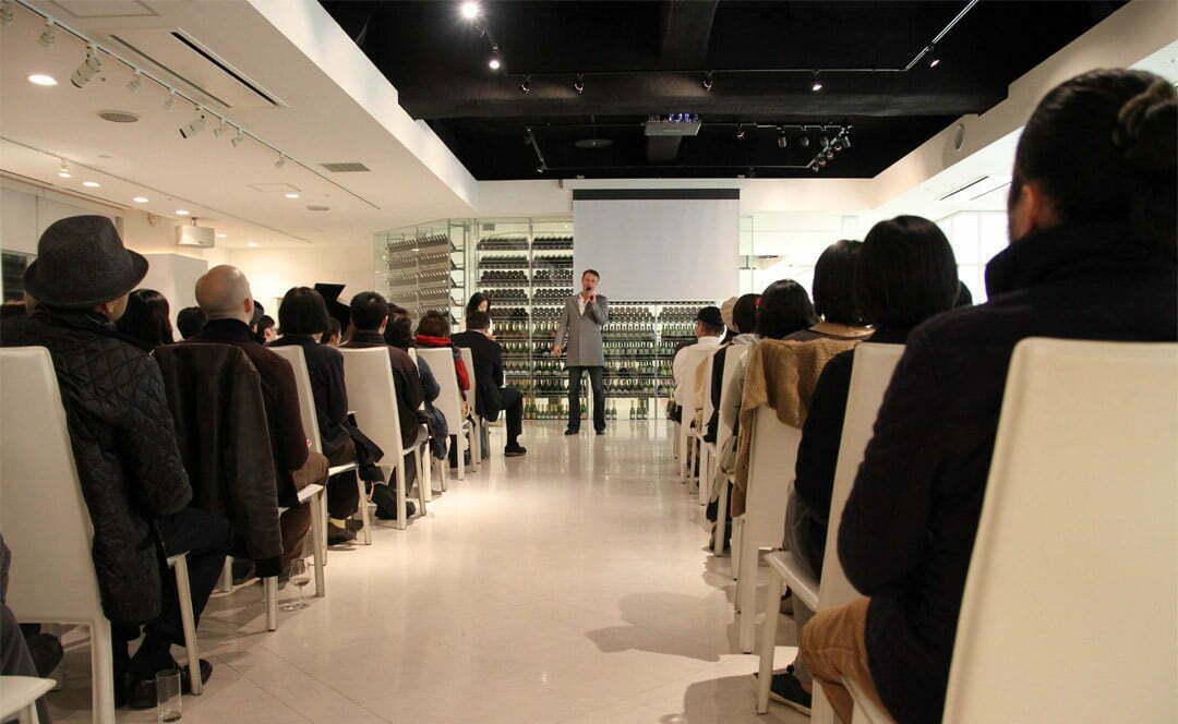 Guillaume Bottazzi lors de l'inauguration de la plus grande peinture du Japond