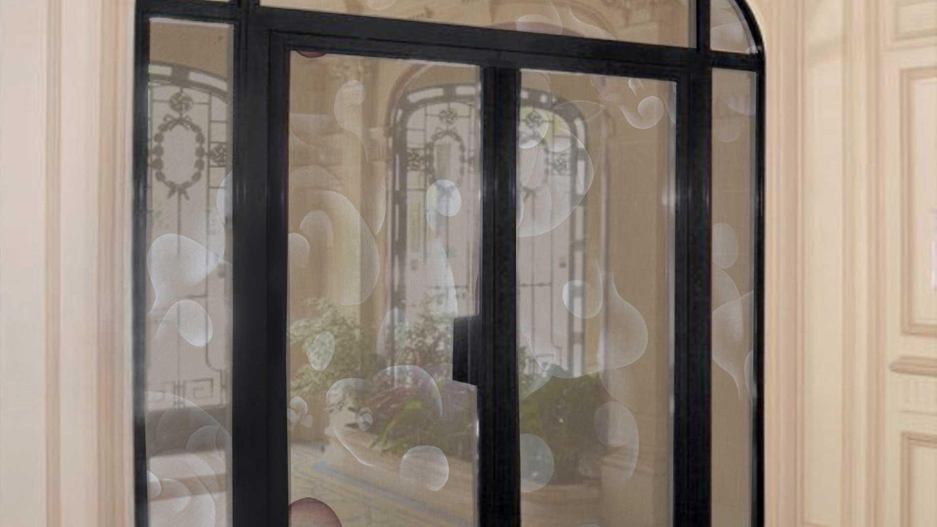 Guillaume Bottazzi, art specific in Paris, enamels on glasses