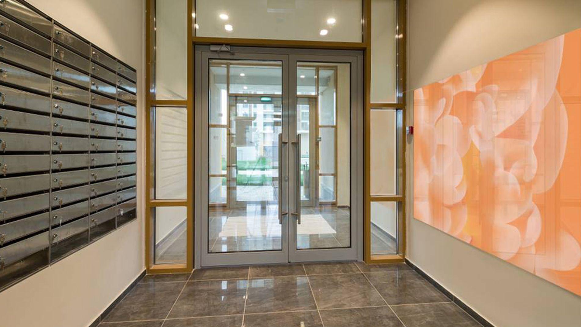 Guillaume Bottazzi, public art indoor, enamels on glass