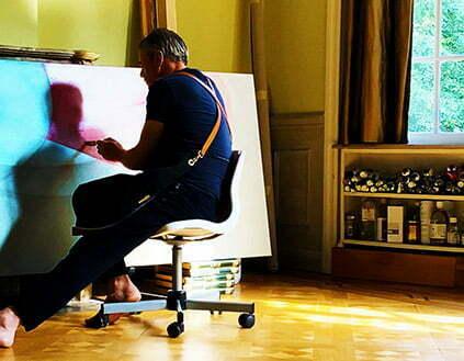 L'artiste Guillaume Bottazzi dans son studio à Bruxelles, peinture en cours