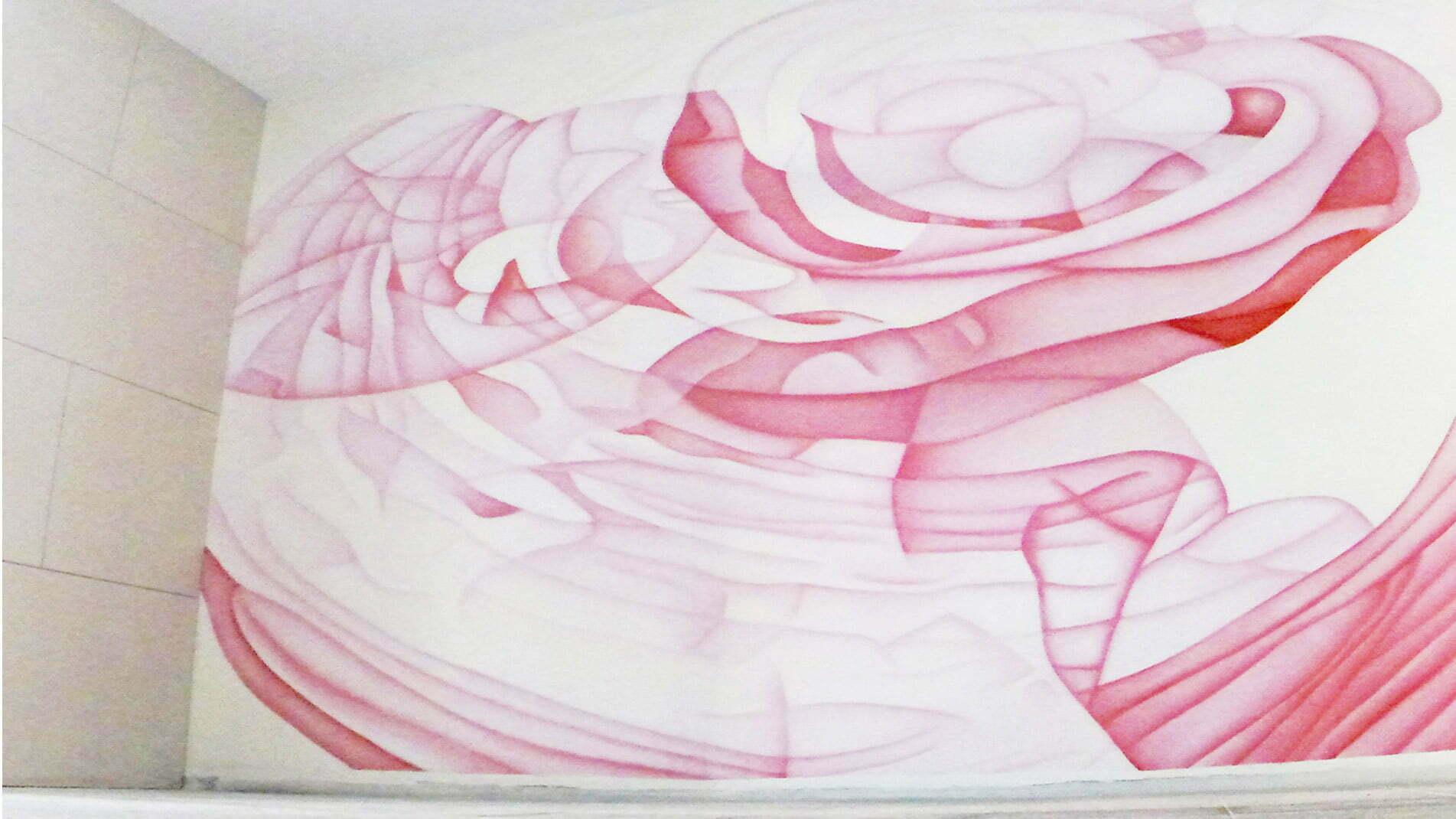 Cette fresque de Guillaume Bottazzi, en nuances de rose et de blanc est située à Marseille, dans le quartier du Prado