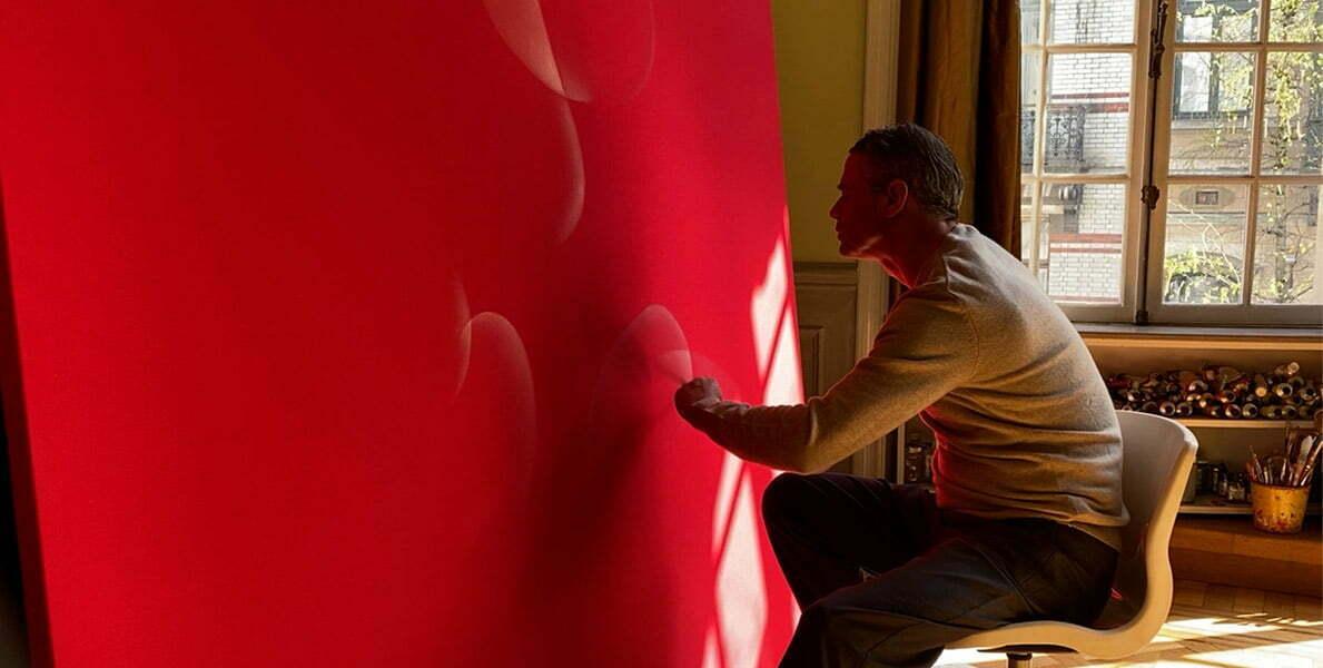 Portrait de l'artiste Guillaume Bottazzi dans son atelier à Bruxelles en 2021